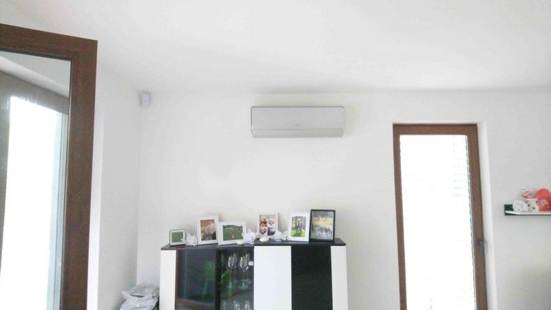4762dc03f Klimatizácia rodinného domu pomocou MULTI SPLIT systému s nástennými  jednotkami model GREE U-CROWN a AMBER. Inštalovaný výkon 8,0 kW.